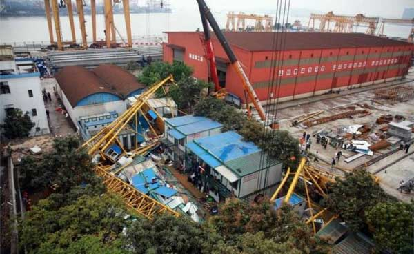 Crane collapse kills one in Patuakhali